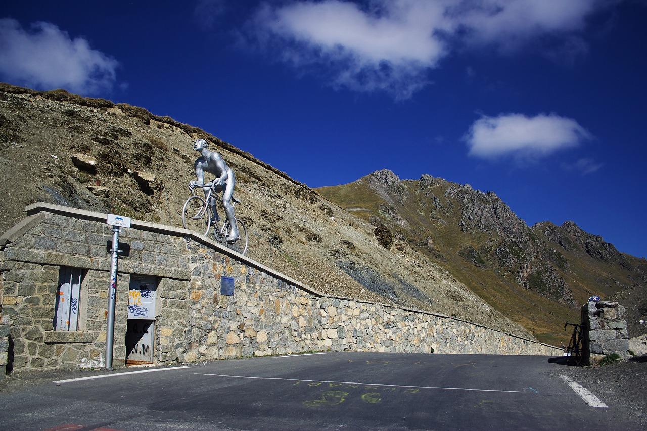 Le Col du Tourmalet, le Tour de France face au géant des ...