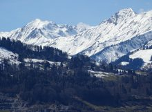 Deux départements des Pyrénées sont placés en vigilance jaune pour risque avalanche ce mardi. Sont concernés : les départements des Pyrénées Atlantiques et des Hautes Pyrénées. Sur une échelle de 1 à 5, le risque est actuellement de 2 ou 3. La plus grande vigilance est donc de mise pour le ski hors piste ou le ski de randonnée. La neige est désormais humide est des départs de plaque sont possible sur tous les versants nord sud est ouest des massifs : Vignemale ou Néouvielle. Le risque est plus élevé au dessus des 2400 mètres d'altitude.