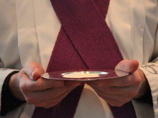 à Lourdes, le président de la Conférence des évêques de France prône le dialogue
