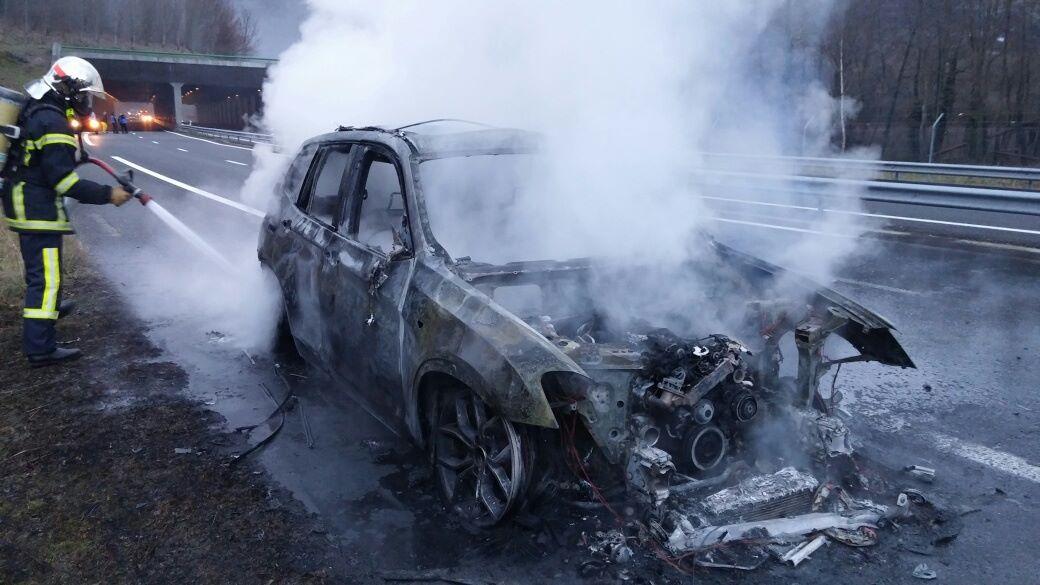 Agos Vidalos. une conductrice sort in extremis de sa voiture en feu